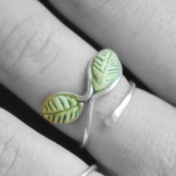 Silver wire rings with epoxy leaves