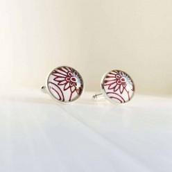 Boutons de manchette motif floral rouge et blanc.