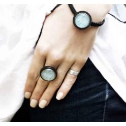 Verstellbarer Ring aus Edelstahl mit austauschbaren Cabochon mit schwarzem Tray.