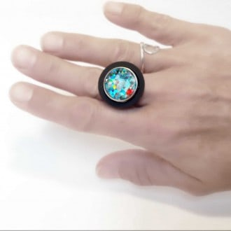 Interchangeable cabochon ring with black rim with stainless steel base