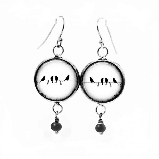 Boucles d'oreilles fantaisie pendantes avec le thème d'Oiseaux sur le fil en noir et blanc