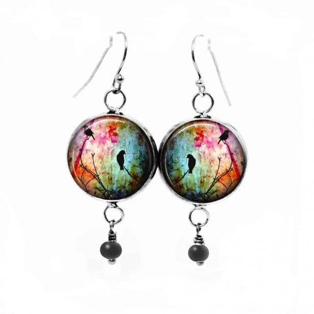 Boucles d'oreilles pendantes avec le thème oiseaux sur la branche multicolore