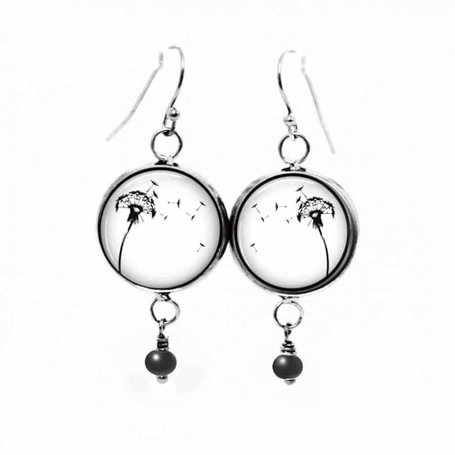 boucles d 39 oreilles fantaisie pendantes avec le th me pissenlit na f en noir et blanc. Black Bedroom Furniture Sets. Home Design Ideas