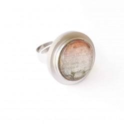 Verstellbarer Ring aus Edelstahl mit austauschbaren Cabochon mit silbernen Tablett.