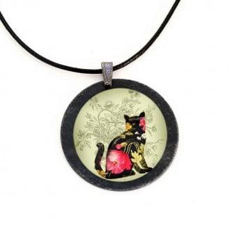 Collier en ardoise avec le thème chat floral rose.