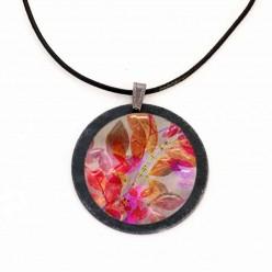 Halskette aus Schiefer mit dem Herbst Laub-Thema