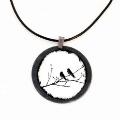 Collier en Ardoise avec des Oiseaux sur une branche noir & blanc