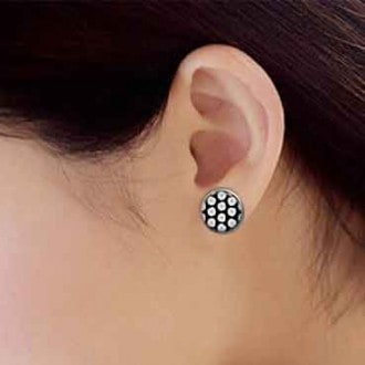 Clous d'oreilles étoiles blanches fond bleu marine
