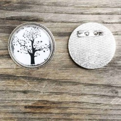 Broche ronde thème arbre de la vie noir et blanc