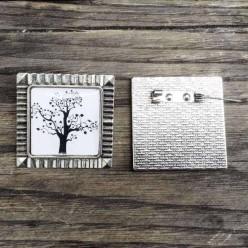 Broche carrée theme arbre de la vie en noir et blanc carrée