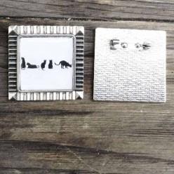 Broche Silhouette de chats en noir et blanc