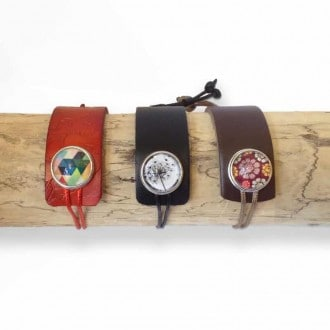 Assymetric leather cuff with interchangeable cabochon