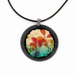 Halskette aus Schiefer mit dem Baum Acacia Tortillis Hintergrundfarben des Themas Savannah