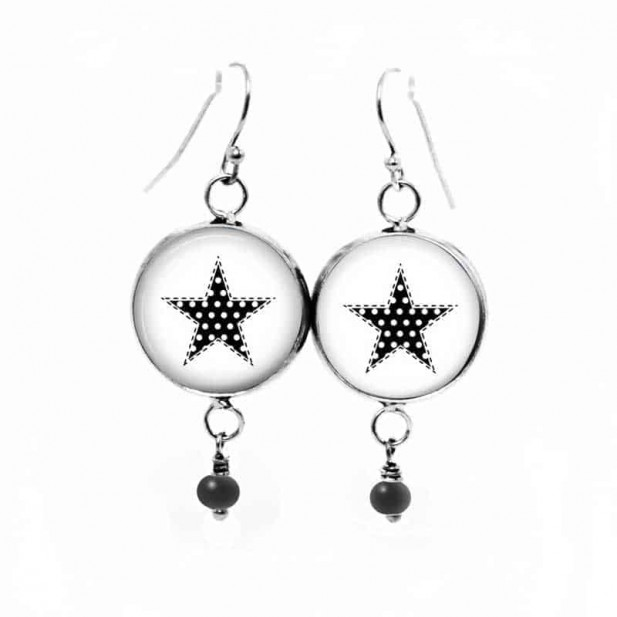 Boucles d'oreilles fantaisie pendantes avec le thème etoile en noir et blanc