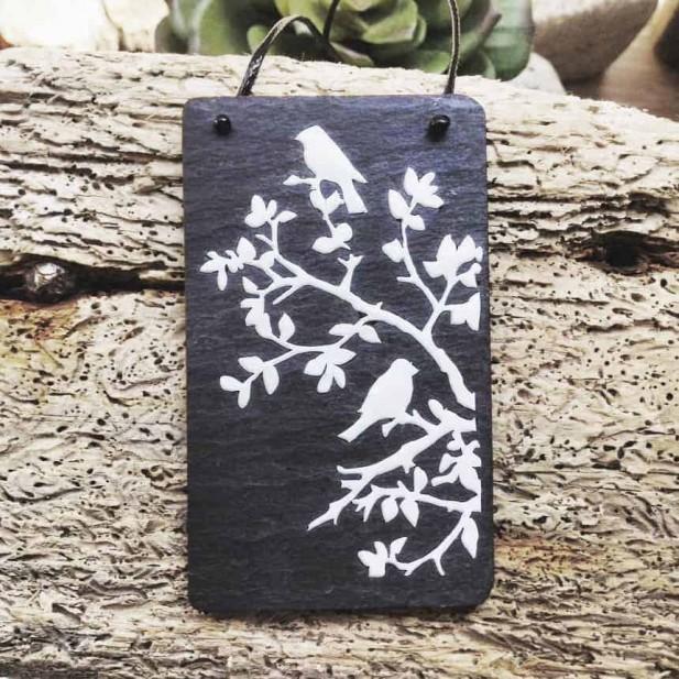 Collier en Ardoise avec oiseaux sur les branches en relief dimensionnelle