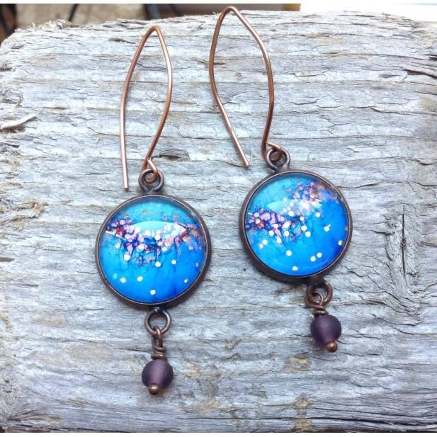 Boucles d'oreilles pendantes rondes collection Litha bleu profond et or rose