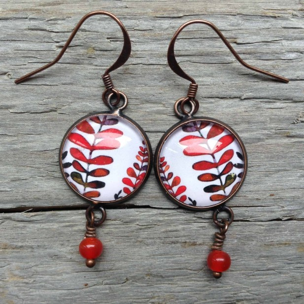 Dangle earrings in round format - Mabon collection with red leaves on white background - zoom version