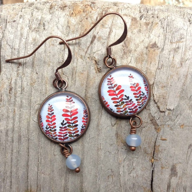 Dangle earrings in round format - Mabon collection with blue sky background and red leaves