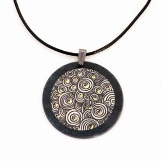 Collier en ardoise thème Yule Spirales Noir, Blanc et Or