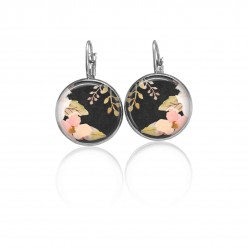 Lever-back earrings with a boho floral theme : soft pink flowers