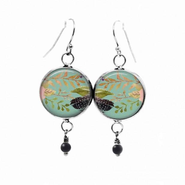 Boucles d'oreilles pendantes Thème : boho floral sur fond vert d'eau - fleurs roses et feuilles
