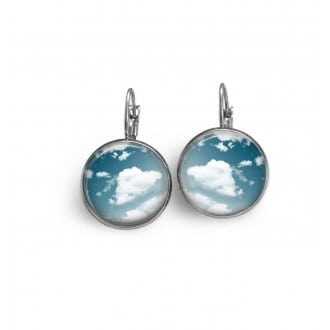 Boucles d'oreilles dormeuses avec le thème nuages et ciel bleu.