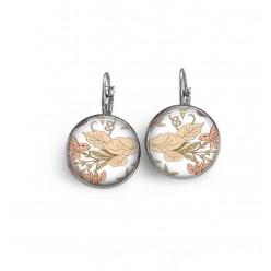 Boucles d'oreilles dormeuses avec le thème floral liberty fleurs pastels.