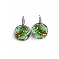 Boucles d'oreilles dormeuses thème feuille khaki et turquoises sur fond blanc.