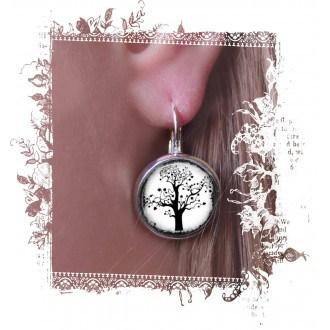 """Boucles d'oreilles dormeuses avec theme """"L'arbre de la Vie"""" noir et blanc"""