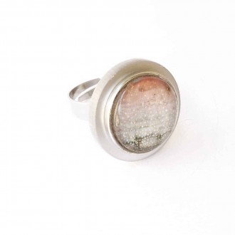Interchangeable cabochon ring with black base