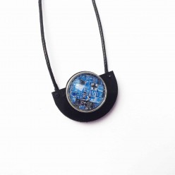 Interchangeable semi-circle necklace in black or teak wood