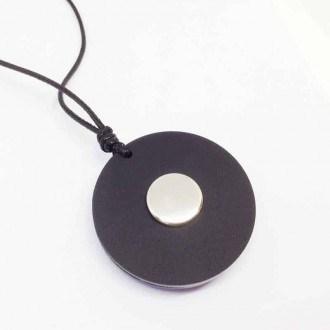 Collier interchangeable en acrylique noir ou bois de teck - cordon simple - le collier seul