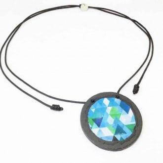 Collier en ardoise avec un motif  Boho Triangles aquarelle bleus