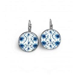 Boucles d'oreilles dormeuses avec un thème batik étoiles bleues