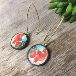 Slate earrings with a herbarium leaf theme in red and turquoise