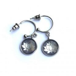 """Boucles d'oreilles format """"C"""" en inox argent 12 mm sur le thème de la fleur de lotus"""