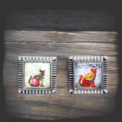 Brooch with Cat theme in antique silver frame