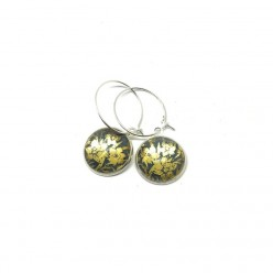 Silver and gold loop earrings featuring Golden daffodils