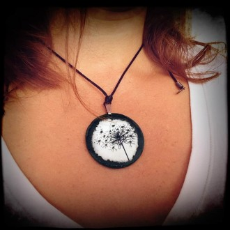 Slate necklace featuring 'Queen Anne's Lace' theme