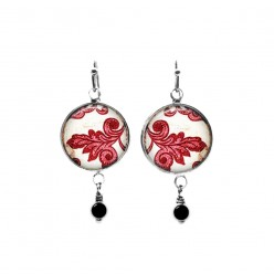 Boucles d'oreilles avec perles sur le thème damassé rouge et blanc