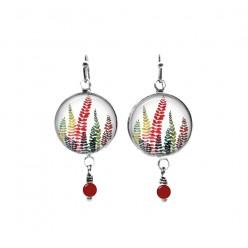 Boucles d'oreilles avec perles sur le thème des fougères multicolores