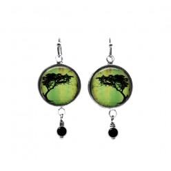 Boucles d'oreilles pendantes avec perles sur le thème des tortillis d'acacia vert
