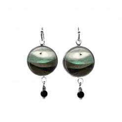 Boucles d'oreilles pendantes en perles avec un paysage abstrait en bleu sarcelle et marron