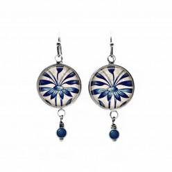 Pendants d'oreilles avec perles sur le thème des fleurs bleu marine