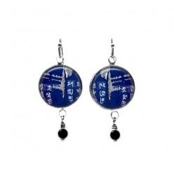 Boucles d'oreilles pendantes avec perles sur le thème du métal bleu foncé Asia Grunge