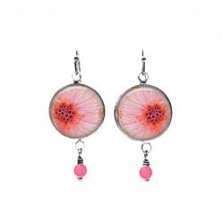 Boucles d'oreilles pendantes de perles sur le thème floral abstrait rose