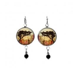 Boucles d'oreilles pendantes en perles sur le thème des tortillis d'acacia