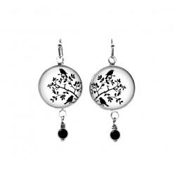 Boucles d'oreilles pendantes ornées de perles sur le thème des oiseaux dans les buissons