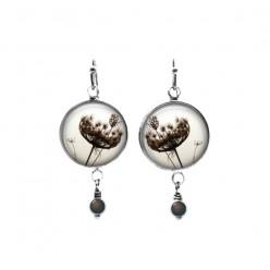 """Boucles d'oreilles pendantes avec perles sur le thème de la fleur """"dentelle de la reine Anne"""" en sépia"""