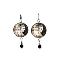 Boucles d'oreilles pendantes avec perles sur le thème du portrait vintage